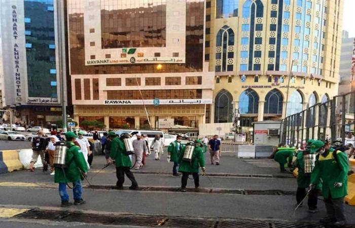 رئاسة الحرمين تخصص 200 عامل لمكافحة الحشرات بساحات المسجد الحرام