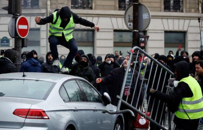 الحكومة الفرنسية تتوعد مثيري الشغب بإجراءات صارمة