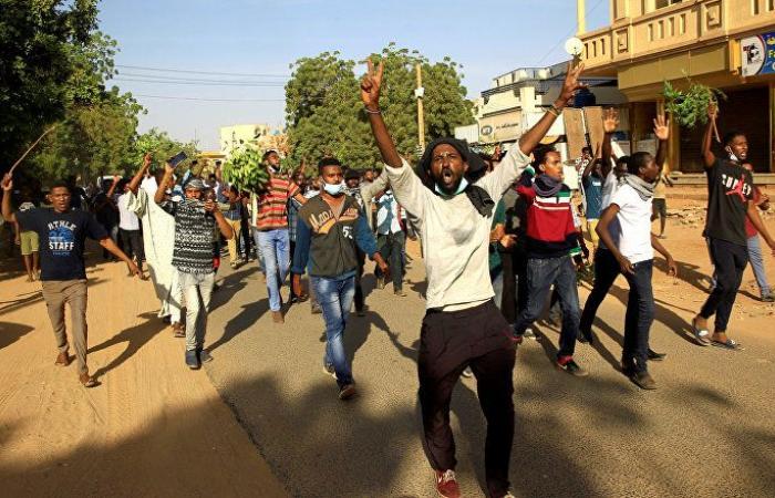 بالفيديو... مشاهد لمتظاهرين سودانيين مصابين بالرصاص فى مستشفى أم درمان