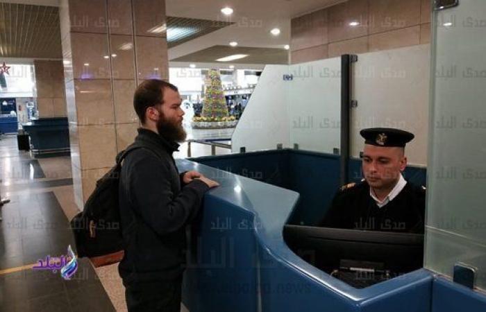 مصر ترحل ألمانيا داعشيا من مطار القاهرة.. فيديو وصور