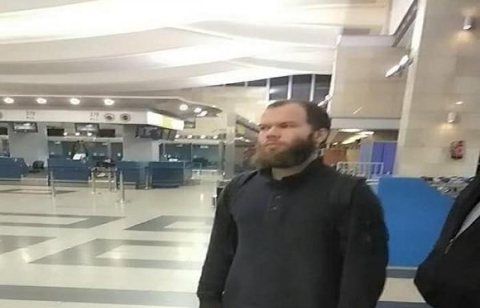 """ترحيل """"محمود عزت"""" من مطار القاهرة"""