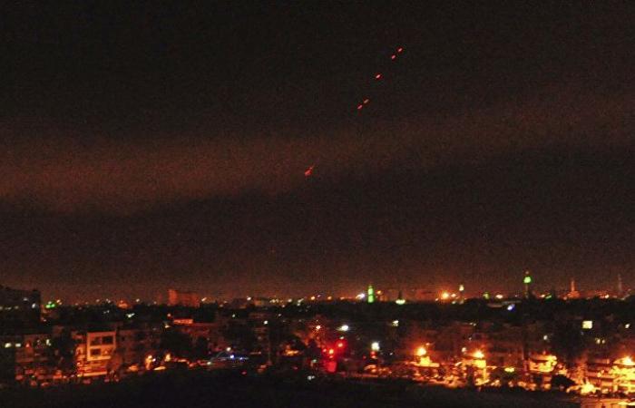 الدفاعات الجوية تتصدى لأهداف معادية جنوب غرب العاصمة السورية دمشق