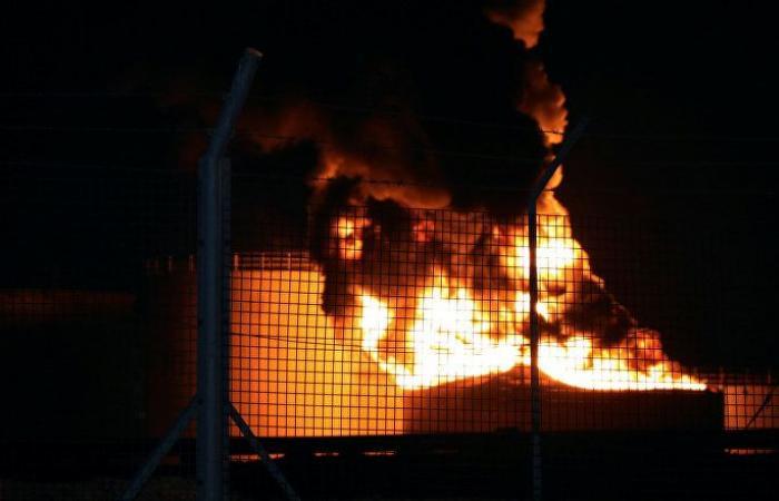 """مصدر يكشف لـ""""سبوتنيك"""" تطورات حريق مصفاة نفط عدن وعدد الضحايا"""