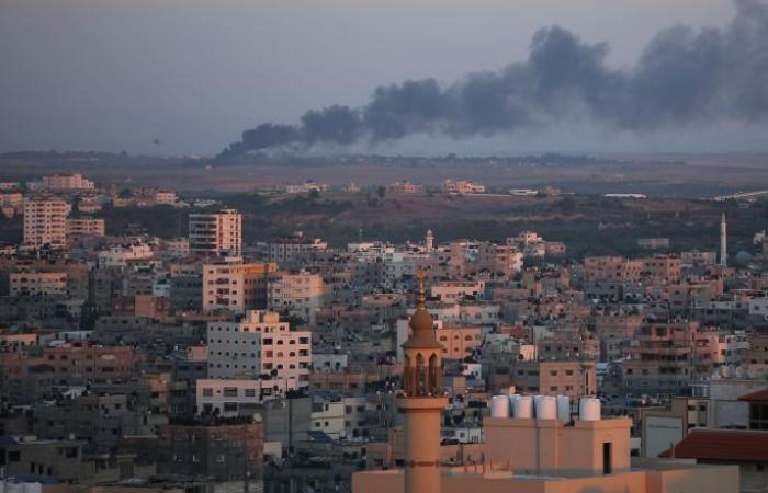 إطلاق صافرات الإنذار في البلدات الإسرائيلية المحيطة بقطاع غزة تزامنا مع غارات إسرائيلية
