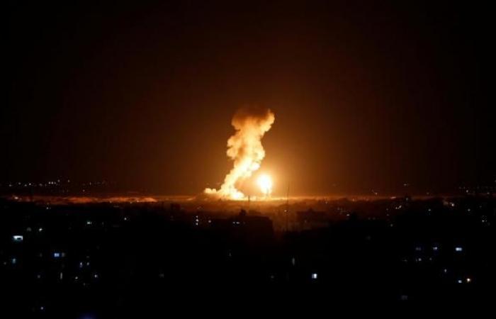 طيران الإحتلال يشن ضربات جوية على غزة بعد إطلاق صاروخين على تل أبيب