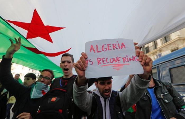 عمال في حقل غاز جزائري ينظمون احتجاجا محدودا