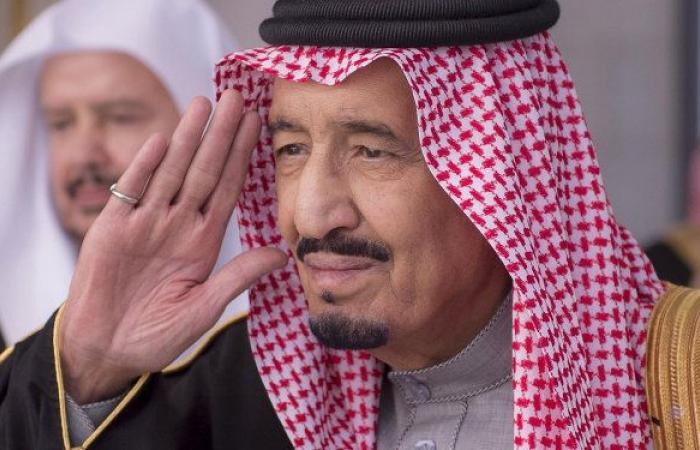 أمراء ومفتي المملكة يدخلون على الملك سلمان في القصر (صور)