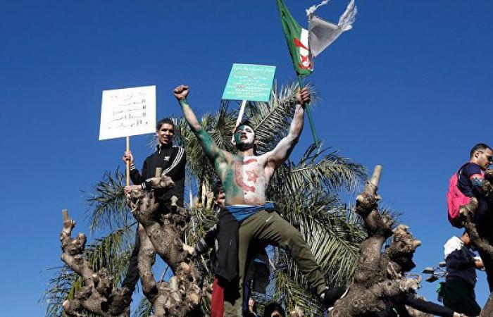 حزبان كبيران في الجزائر ينضمان للاحتجاجات