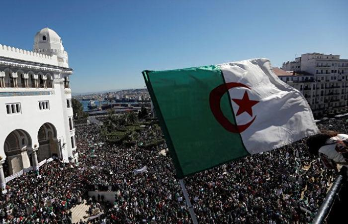 الجيش الجزائري يقول إن المحتجين عبروا عن أهداف نبيلة بصدق وإخلاص