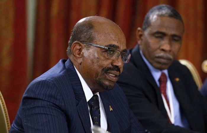 """أمر طوارئ... الرئيس السوداني يحظر """"تخزين العملة الوطنية والمضاربة فيها"""""""