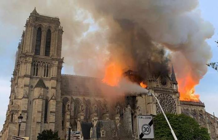 بالصور| انهيار البرج التاريخي في كاتدرائية نوتردام الفرنسية