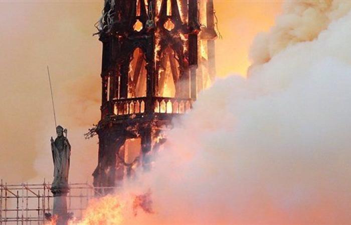 ملياردير فرنسي يتبرع بـ100 مليون يورو لإعادة بناء كاتدرائية نوتردام