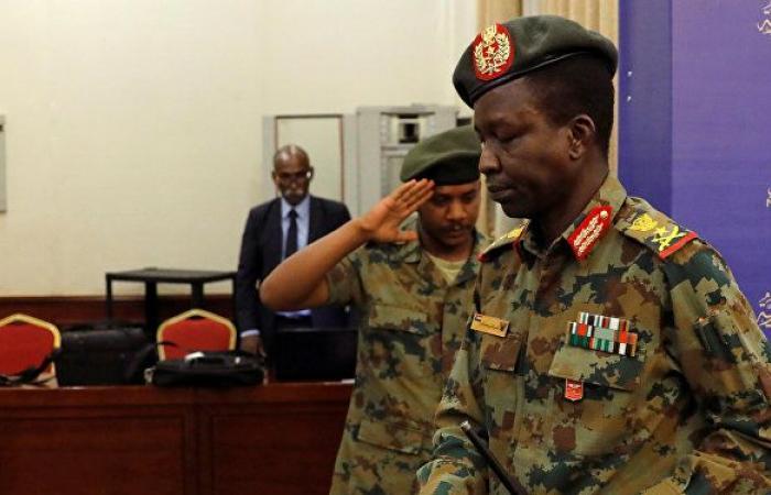 المجلس العسكري الانتقالي بالسودان ينظر في استقالة ثلاثة من أعضائه