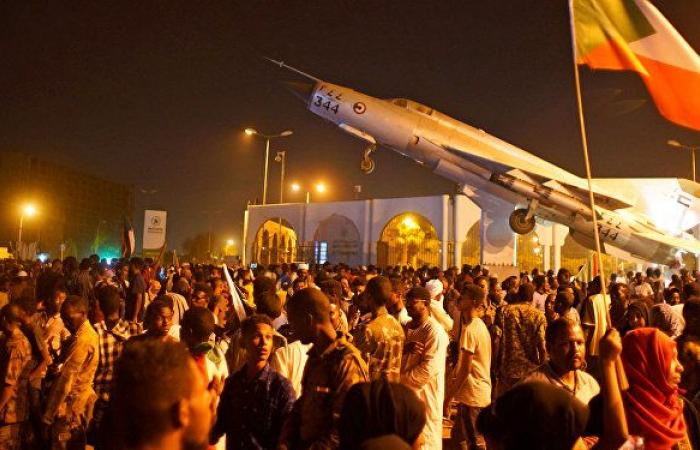 """عضو """"تجمع المهنيين"""" في السودان: مجلس الوزراء بالكامل لقوى """"الحرية والتغيير"""""""