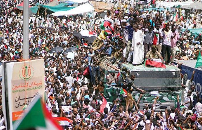 """""""تجريد القوات من سلاحها""""... سياسي سوداني يكشف مسؤولية """"العسكري"""" عن إطلاق الرصاص"""