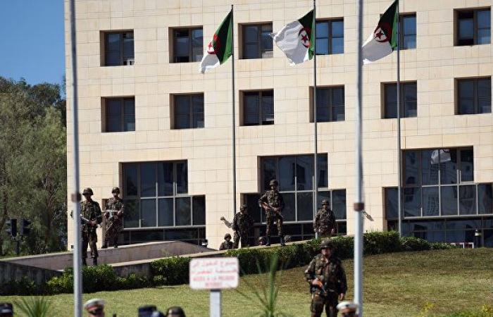 بعد إصابات في صفوف الشرطة والمدنيين... هل تستمر السلمية في الجزائر
