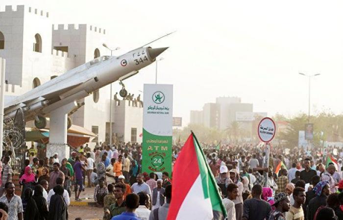 """محلل سياسي سوداني لـ""""سبوتنيك"""": المجلس العسكري السوداني بصدد التعرض إلى هزة داخلية عنيفة"""