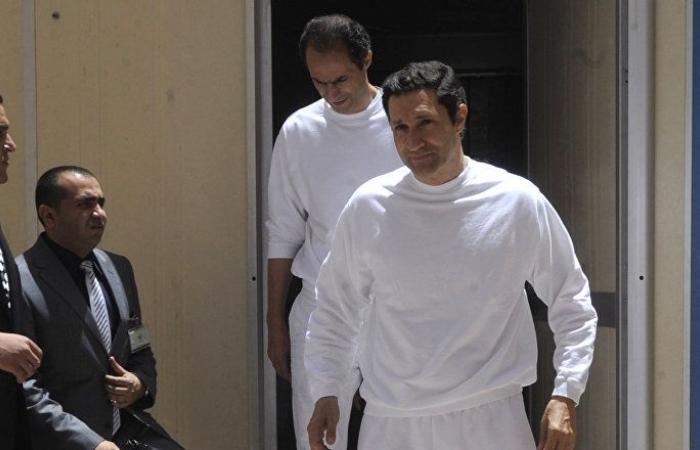 """علاء مبارك يطلب """"واسطة"""" للسفر خارج مصر"""