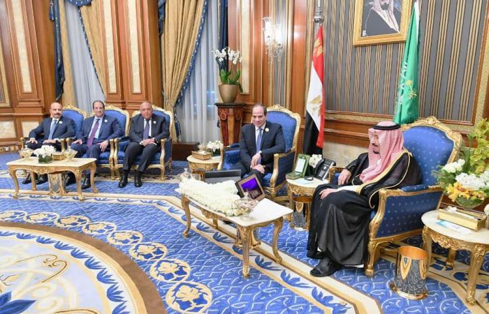 الملك سلمان يلتقي الرئيس السيسي ..على هامش القمة الإسلامية