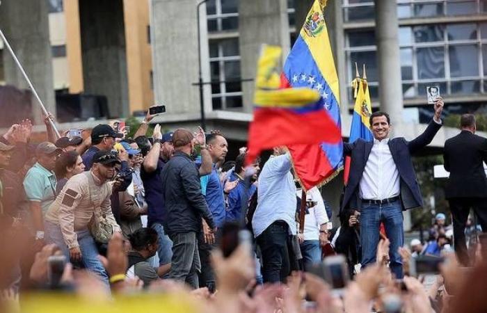 التضخم بفنزويلا يتراجع أدنى مليون بالمئة للمرة الأولى منذ 2018