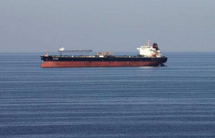 """صورة واضحة لإصابة الناقلة """"فرنت ألتير"""" في بحر عمان"""