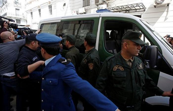 سجن رئيس الوزراء الجزائري الأسبق