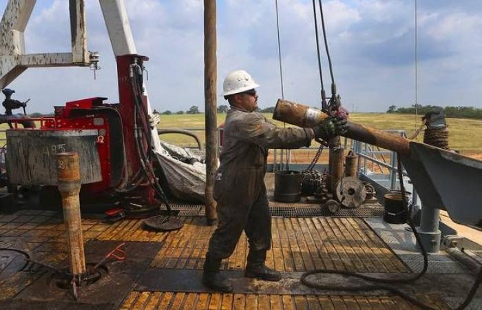 وكالة الطاقة: أسواق النفط ستشهد تخمة بالمعروض خلال 2020