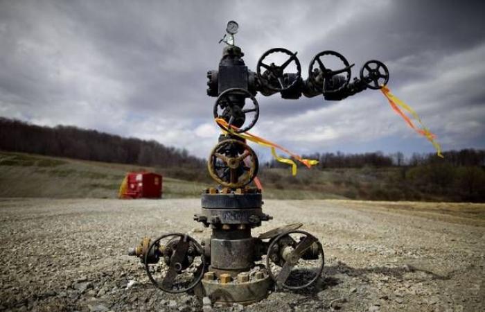 أسعار النفط ترتفع وتحوم قرب أعلى مستوى في 6 أسابيع
