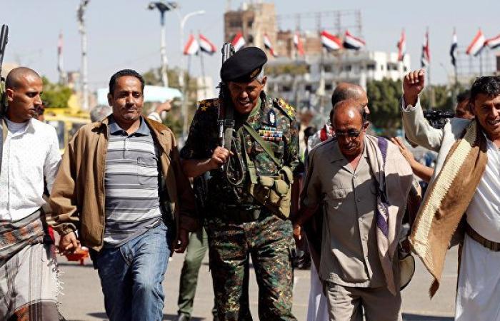 """وزير الإعلام اليمني يتهم """"أنصار الله"""" بتجنيد الأطفال وتعبئتهم بأفكار """"متطرفة"""""""