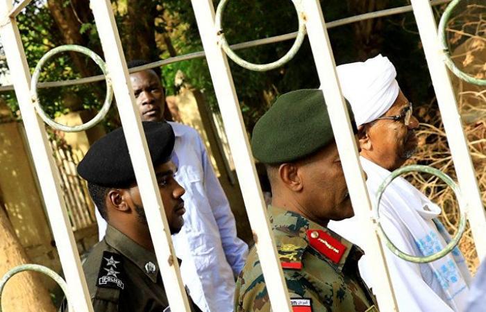 صحيفة: محكمة ترفض تسلم ملف البشير وتعيده إلى النيابة
