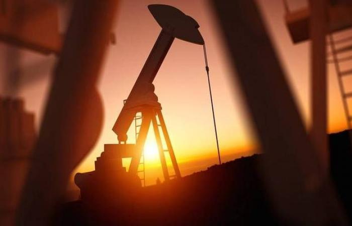 محدث.. النفط يهبط 3% لأول مرة في 5 جلسات