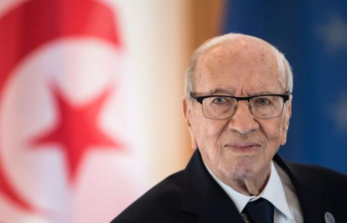 """داعيا الشاهد للاستقالة... السبسي الابن: الوضع في تونس """"بات خطيرا"""""""