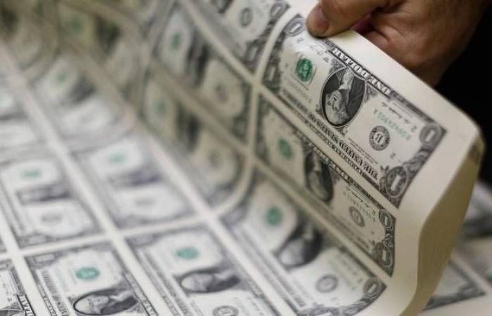 محدث.. الدولار الأمريكي يرتفع عالمياً مع مخاوف تباطؤ النمو الاقتصادي