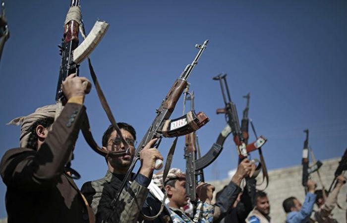 """""""أنصار الله"""" تعلن قنص 10 جنود يمنيين في جيزان"""