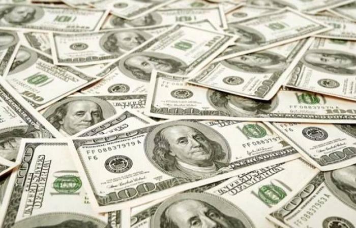 محدث.. الدولار يعمق خسائره عالمياً بعد تصريحات ترامب