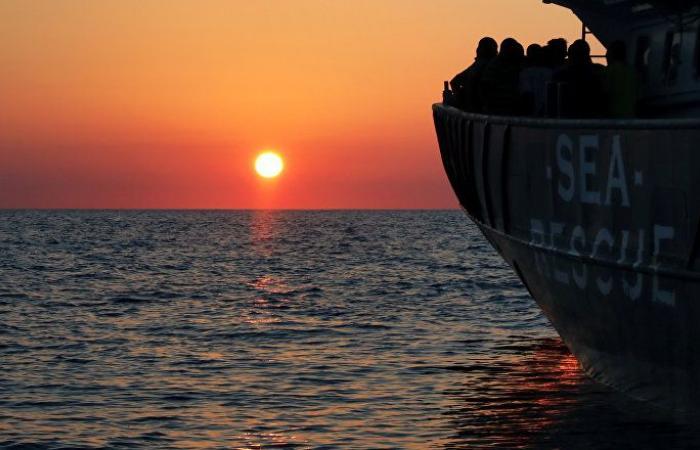 الجيش التونسي ينقذ 18 مهاجرا من الغرق