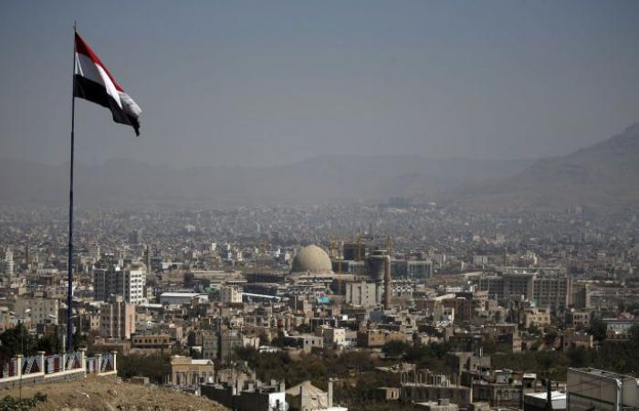 مسؤول يمني يتهم المندوب الإماراتي باقتحام مؤسسة الكهرباء والاستيلاء على معداتها (صور)