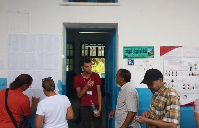 رئاسية تونس... إقبال ضعيف أغلبه لكبار السن