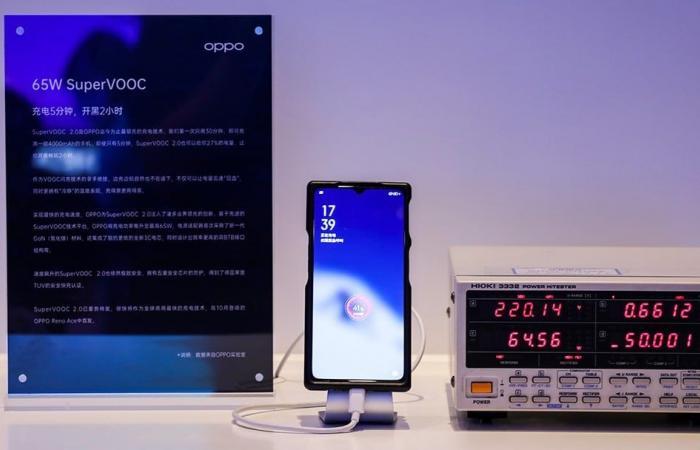 أوبو تطلق رسميًا تقنية لشحن البطارية تمامًا في نصف ساعة