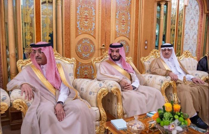 بالصور.. الملك سلمان يبحث مع عمران خان مستجدات الأوضاع الإقليمية