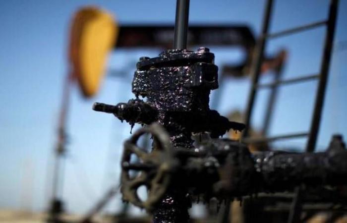 محدث.. النفط يقلص مكاسبه عند التسوية مع ترقب تطورات الإمدادات