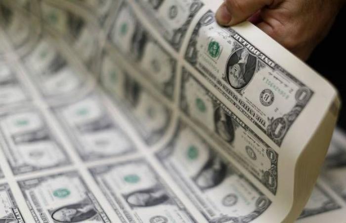 محدث.. الدولار الأمريكي يمحو خسائره قبيل محضر الفيدرالي