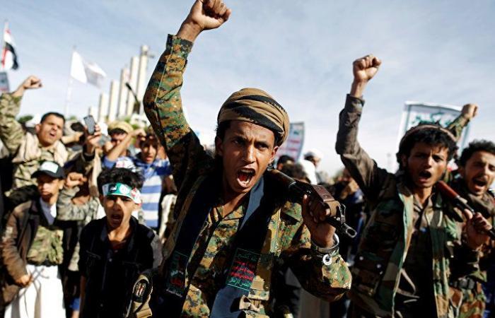 """""""أنصار الله"""" تعرض مشاهد جديدة لاحتراق عدد من آليات الجيش السعودي"""
