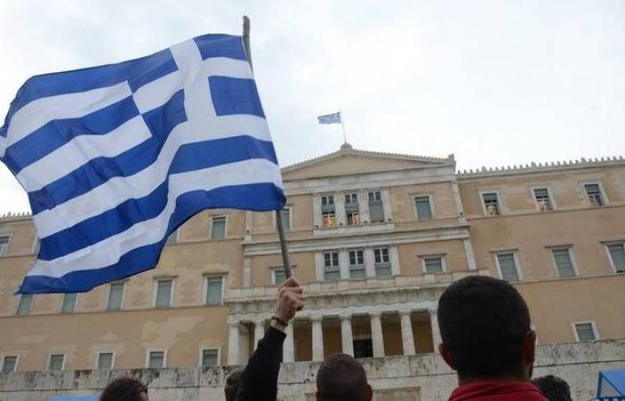 اليونان..لماذا تقترض صاحبة أكبر معدل ديون في أوروبا بفائدة سالبة؟