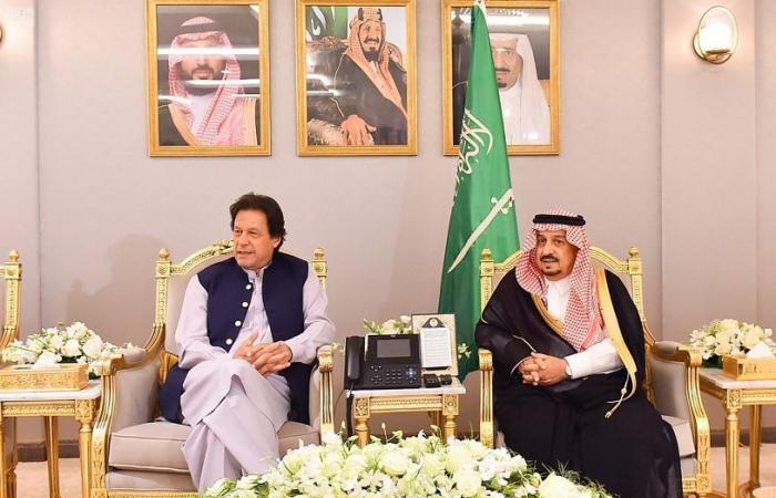 بالصور..رئيس وزراء باكستان يصل الرياض في زيارة رسمية