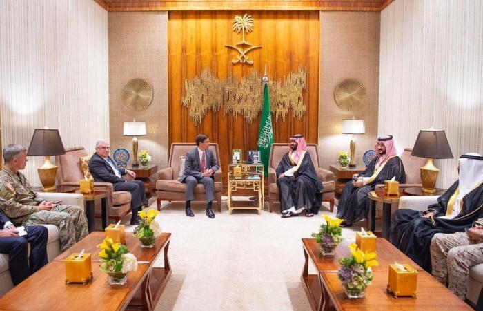 ولي عهد السعودية يبحث سُبل التعاون مع وزير الدفاع الأمريكي