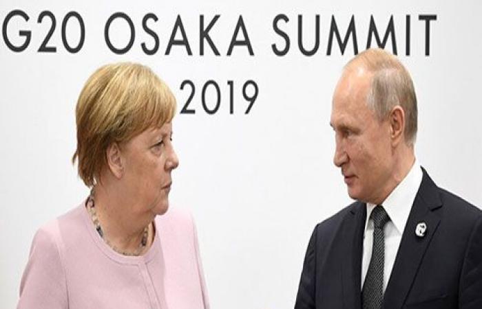 بوتين وميركل يؤكدان على أهمية حل المشاكل الإنسانية في سوريا وعودة اللاجئين