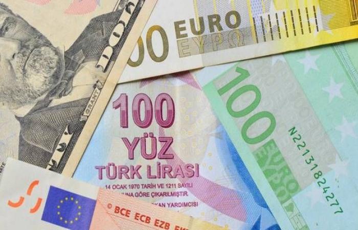 روسيا تعتزم استمرار سياسة خفض حيازاتها من الدولار