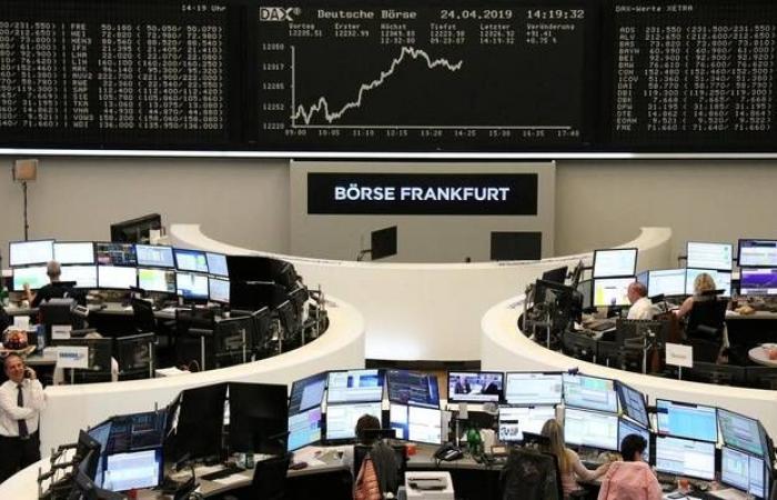انخفاض الأسهم الأوروبية وسط التعاملات مع مخاوف تجارية وبيانات اقتصادية