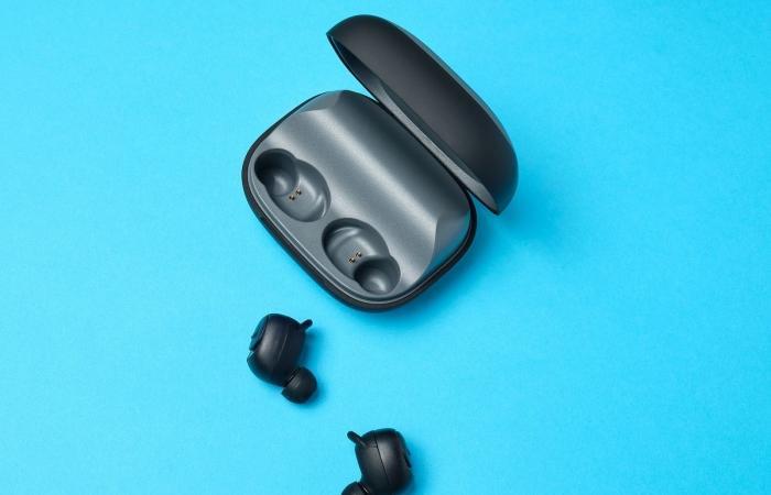 أبرز 5 سماعات أذن لاسلكية تتمتع بأطول عمر للبطارية